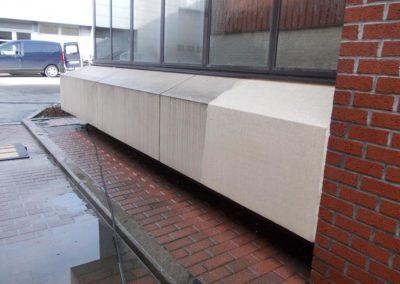 Nettoyage d'une façade en béton d'un immeuble de bureaux à Charleroi