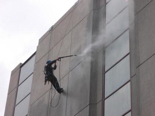 Reiniging door hoogtewerker – Reiniging hotelsector